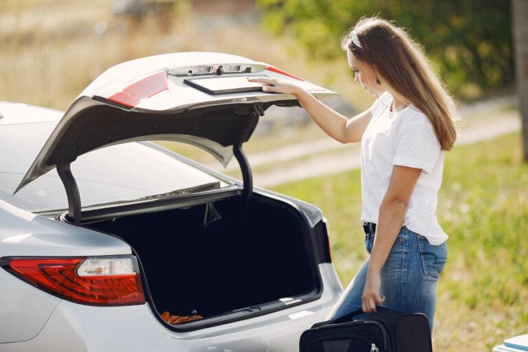 Bagażnik samochodowy - miejsce na zestaw naprawczy